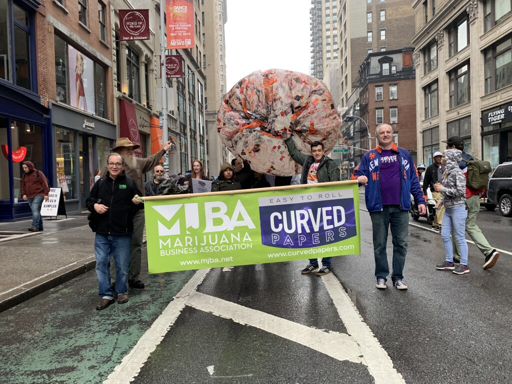 mjbacurvednycparade